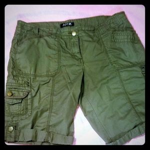 Apt.9 green shorts